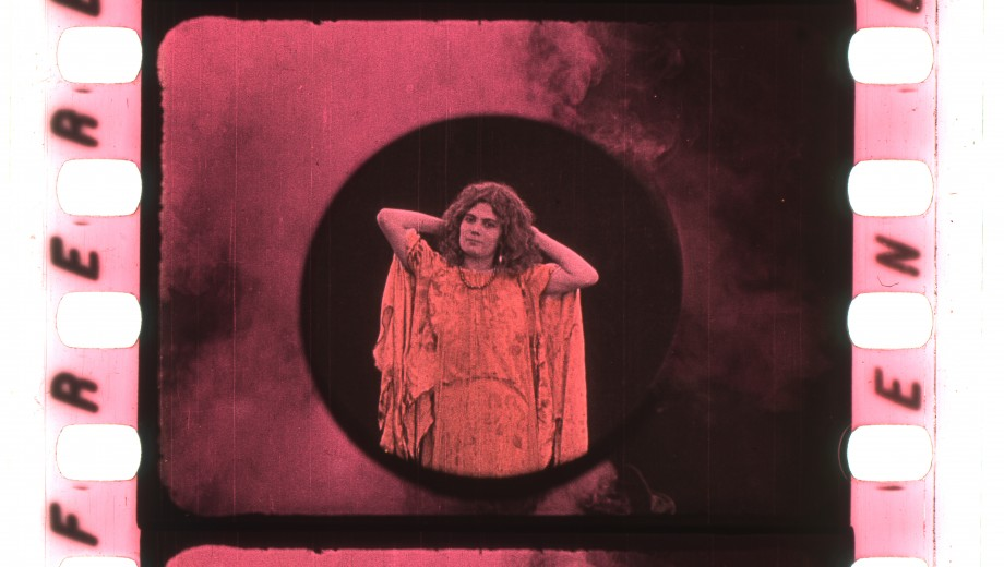 Image from an early color film Physique diabolique