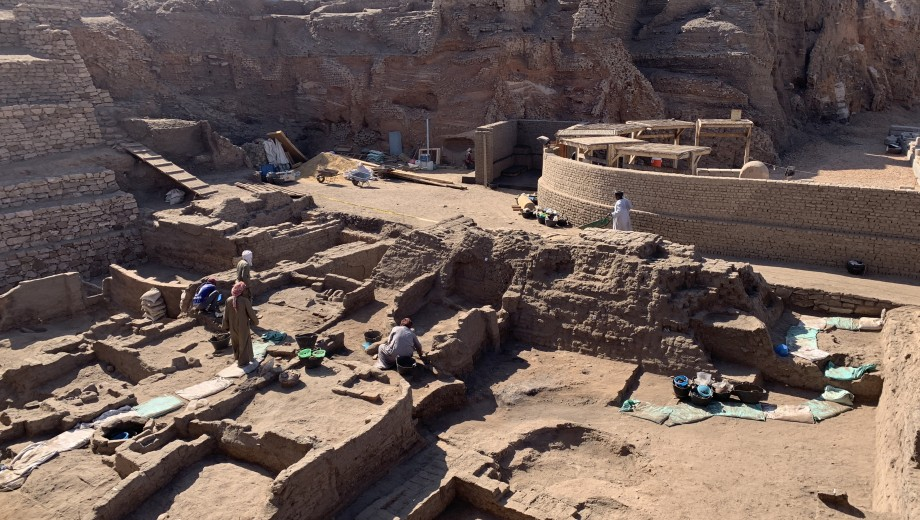 UChicago graduate students gain hands-on archaeological experience at Tell Edfu.
